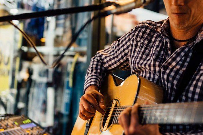 Live-Music-Noosa-Hastings-Street